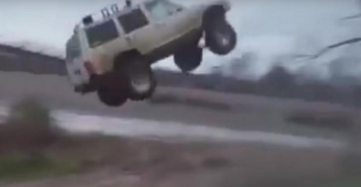 VIDÉO: Il éclate son Jeep Cherokee en effectuant un saut!