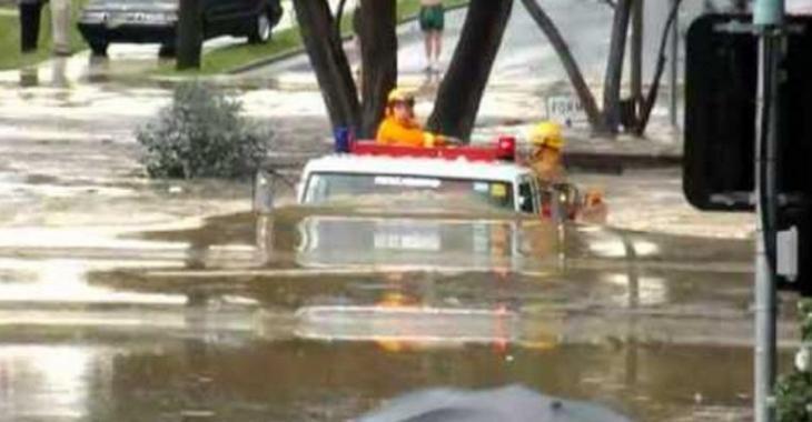 VIDÉO: Un camion de pompier qui se prend pour un sous-marin!