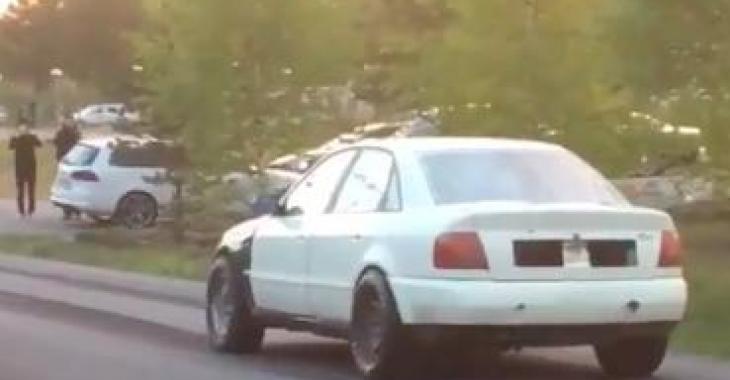 Cette Audi n'est pas très jolie à regarder, mais lorsqu'elle accélère c'est hallucinant!