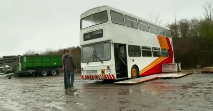 Il achète un autobus à 2 étages, et le transforme de façon plus que spectaculaire! Le résultat est à couper le souffle!