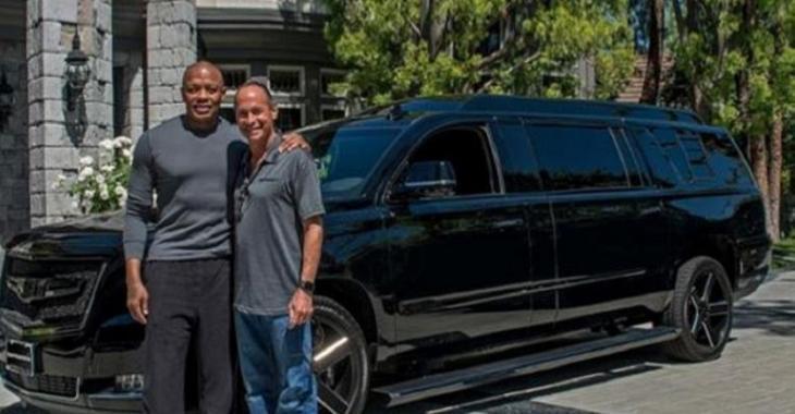 L'intérieur de la nouvelle Cadillac de Dr. Dre est incroyable, son véhicule est unique!