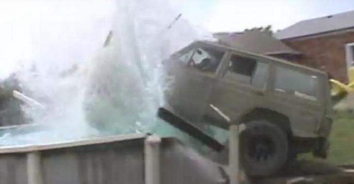 VIDÉO: Il fonce dans la piscine avec son jeep, mais le résultat n'est pas convaincant!