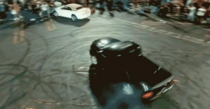 Un propriétaire de Mustang rate une drift, et se retrouve dans une foule; les gens ne sont pas contents!