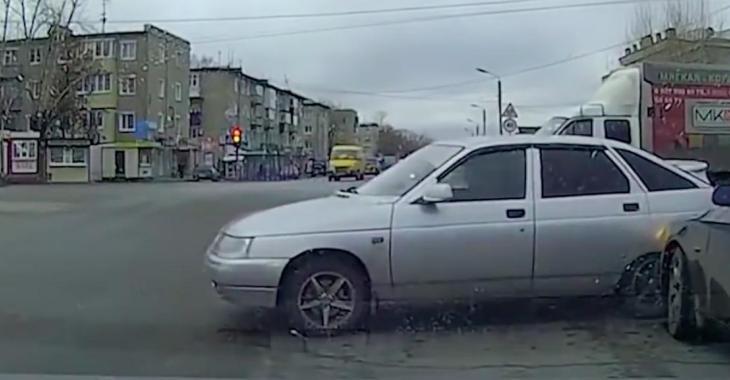 Cette compilation d'accidents de la route vous donnera froid dans le dos!