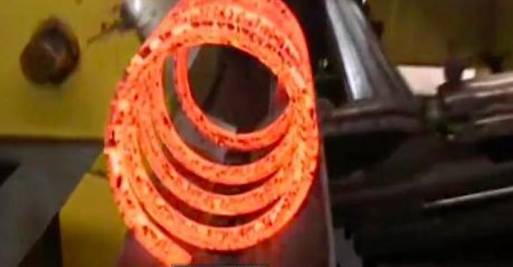 """Voici comment sont fabriqués les """"coilsprings""""! Wow c'est génial!"""