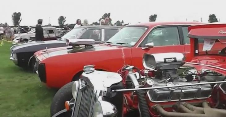 Vous serez surpris par la quantité incroyable de véhicules de collection au même endroit!