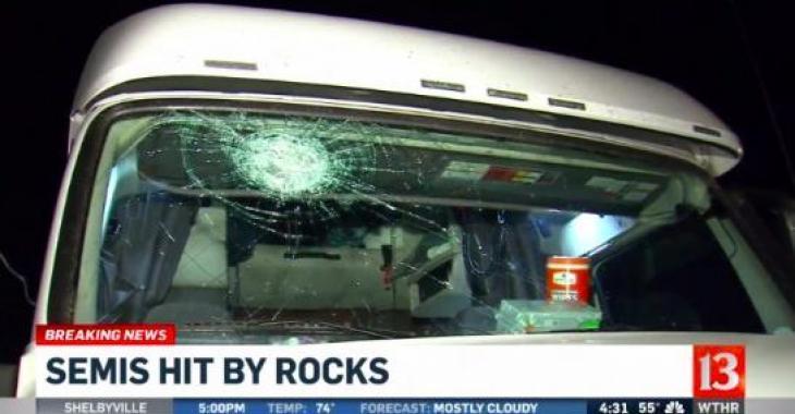 Plusieurs poids lourds attaqués alors qu'ils roulaient. Des roches leur ont été lancées!