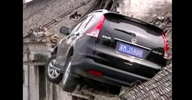 Cet automobiliste se trompe de pédale, et ce qui se produit aurait pu lui être fatal!