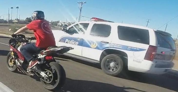 Ce motocycliste provoque totalement le policier, la fin est surprenante!