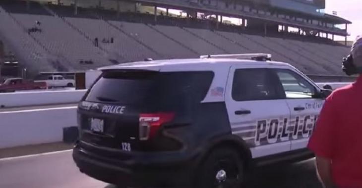 Ce policier course avec des jeunes, la raison vous surprendra!