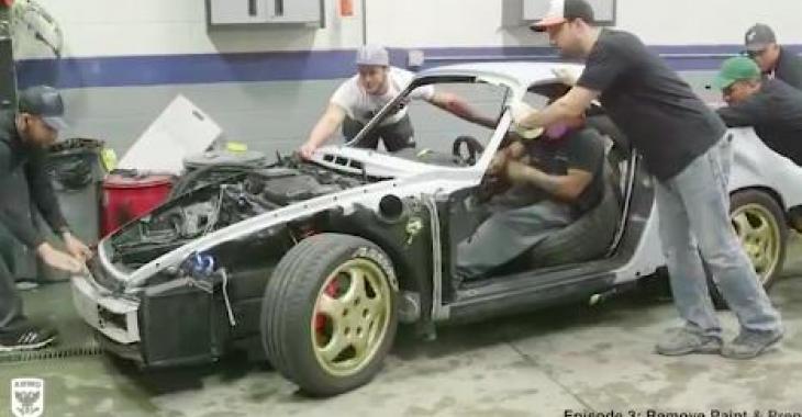 La restauration complète de ce Porsche 964 est tout à fait remarquable; c'est un travail de maître!
