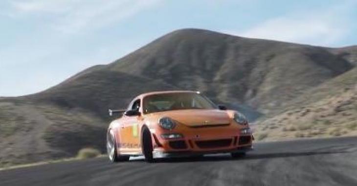 Cette magnifique Porsche GT3 RS vous démontrera ses capacités sur une piste; c'est réellement magique! WOW