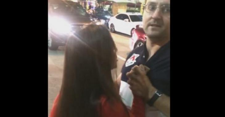 VIDÉO: Chauffeur Uber qui se fait attaquer par cette fille saoule, il la pousse par terre!