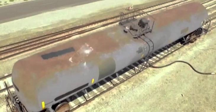 MYTHBUSTERS tentent de créer une implosion avec ce train, la force de la succion est incroyable!