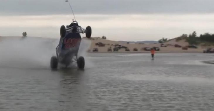 VIDÉO: Avec sa bombe, il traverse facilement le lac!
