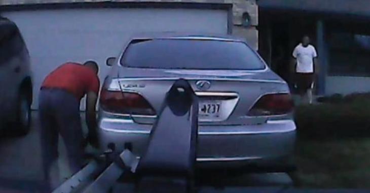 Il remorque la voiture devant ses clients mais la situation tourne au vinaigre, c'est ridicule!