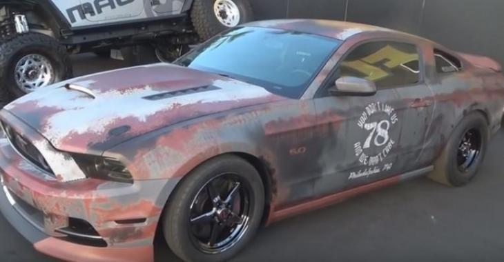 VIDÉO: Cette Mustang GT a l'air vieille de loin mais en réalité elle est impressionnante!
