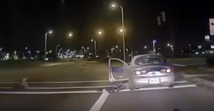 Une arrestation de routine qui devient dangereuse lorsque l'automobiliste sort son flingue!