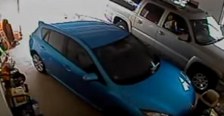Cette femme est incapable de sortir de son propre garage, la scène est ÉPIQUE!