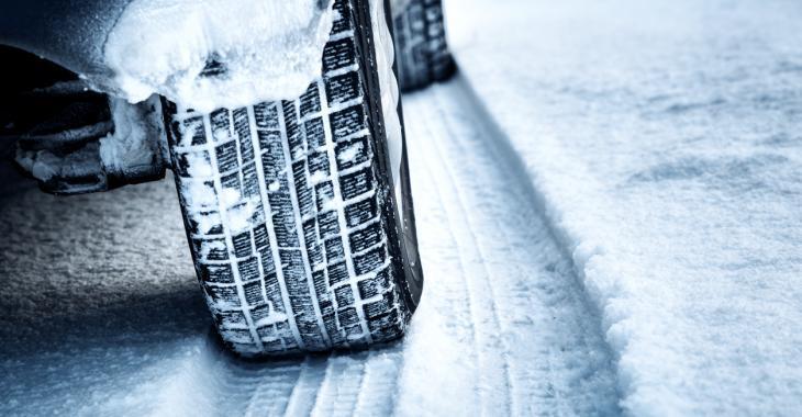 Les pneus neige bientôt obligatoires en France?
