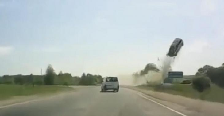 Accident mortel capté sur vidéo, il perd le contrôle après que son pneu explose.