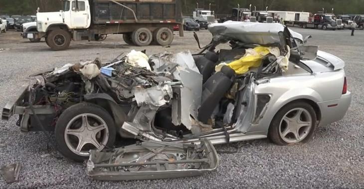 Une adolescente de 17 ans meurt dans un accident de voiture, puis la police fait une découverte horrible en inspectant les débris.