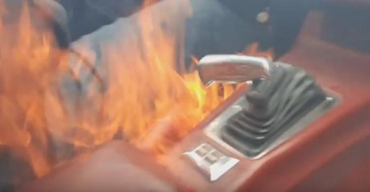 Sa vieille Camaro prend en feu à l'intérieur pendant qu'il film la balade avec son fils, ça fait peur!