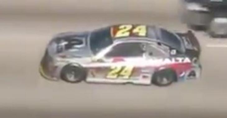 Quand la police aperçoit une voiture de NASCAR sur l'autoroute, c'est la poursuite! La fin vous laissera sans voix!