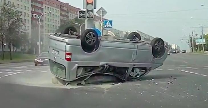 Une compilation hallucinante de gens qui ne devraient pas avoir le droit de conduire! Ouf!