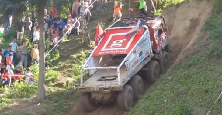 Compétition extrême de camions modifiés, le dernier est le grand gagnant!