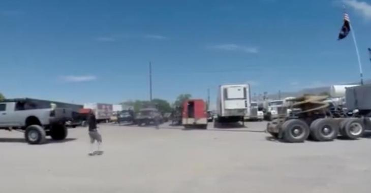 Un gros pickup Diesel vs un poids lourd.... Qui gagnera???