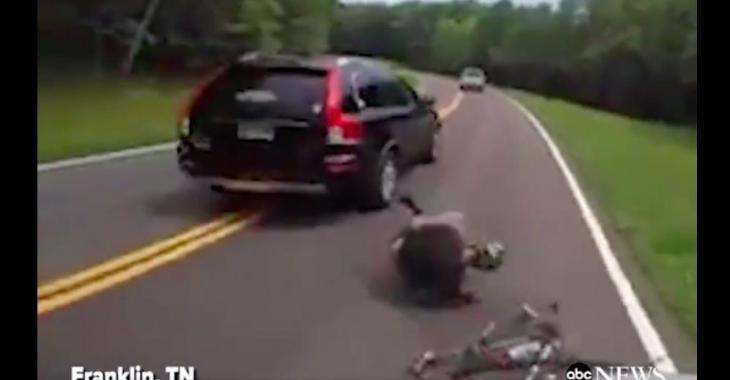 Un automobiliste accusé de voies de fait sur un cycliste; les images vous laisseront sans voix!