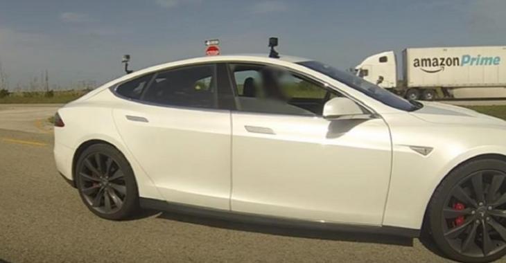 Il affronte une Lamborghini avec sa Tesla Model S, c'est impressionnant sur le départ!