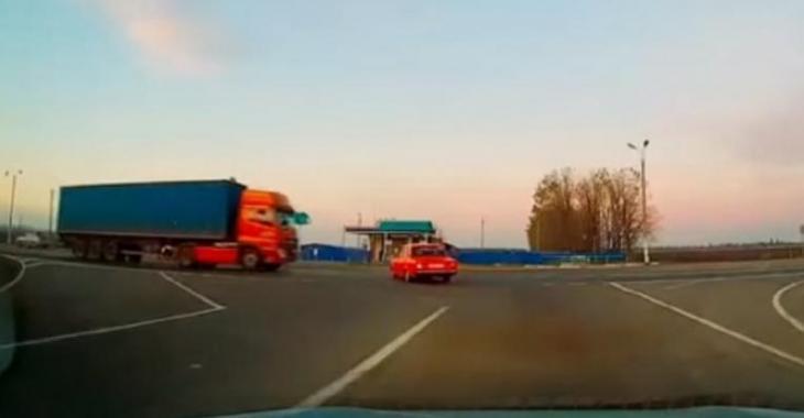 La pire erreur qu'un automobiliste peut faire, immobiliser sa voiture devant un semi-remorque qui roule vite!