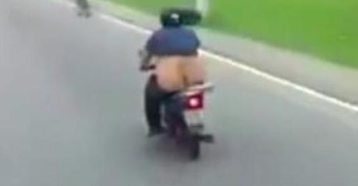 Un camionneur a capté des images loufoques d'un motocycliste... vous éclaterez de rire!