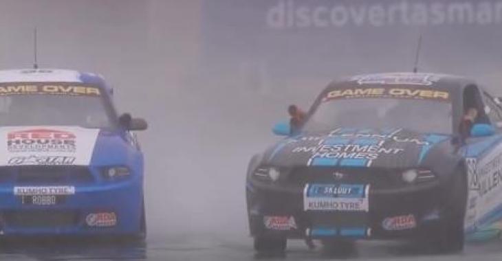 Alors que la pluie dérange la course, un pilote fait preuve d'un contrôle exceptionnel de son bolide!