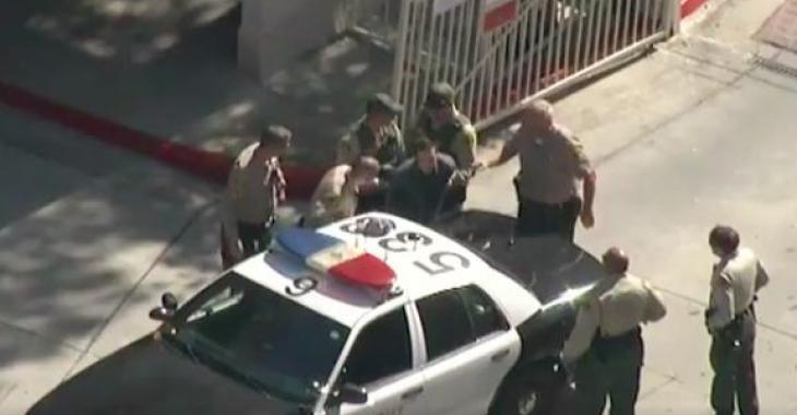 Une poursuite policière se termine dans un endroit un peu curieux, le fuyard n'a certainement pas pensé en agissant de la sorte...
