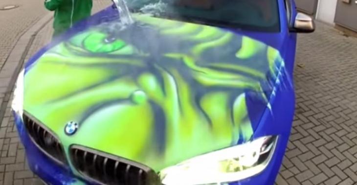 VIDÉO: Au contact de l'eau, cette BMW devient une voiture HULK!