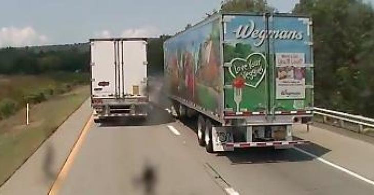 Le camionneur de gauche devrait pourtant savoir qu'il faut garder une distance sécuritaire.... Ce qu'il fait n'est pas trop brillant!
