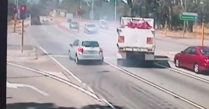 Ce camionneur a évité une collision qui aurait pu être grave!