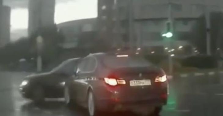 Une voiture fantôme....