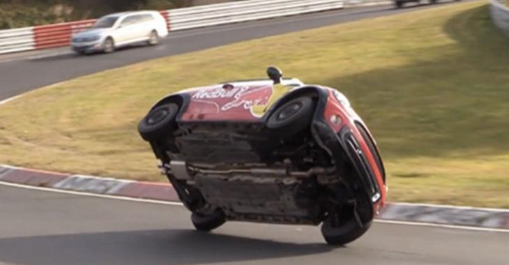 Il fait le tour du Nurburgring sur seulement 2 roues!