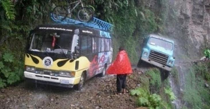 La route la plus dangereuse sur la planète, incroyable comment c'est haut et étroit!