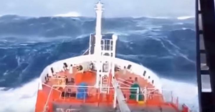 Catastrophe sur l'océan, un cauchemar pour l'équipage!