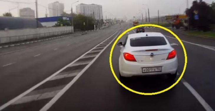 Cet idiot cause l'accident de ce camionneur, la raison vous choquera!
