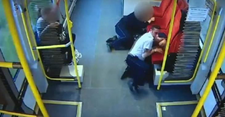 Tous les passagers savent que le train fera une collision, c'est le CHAOS à l'intérieur!