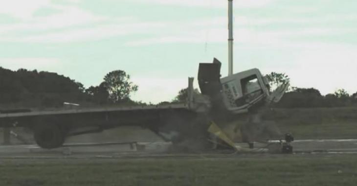Ils font un test d'accident brutal avec ce camion, l'invention est remarquable!