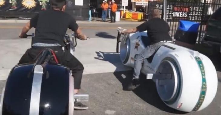 Le policier qui pourra la conduire sera chanceux, une moto TRON de police!