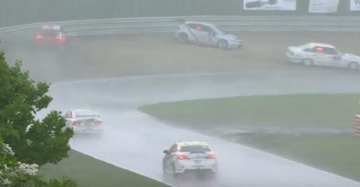 C'est le CARNAGE à Nurburgring, de nombreuses voitures perdent le contrôle au même endroit!
