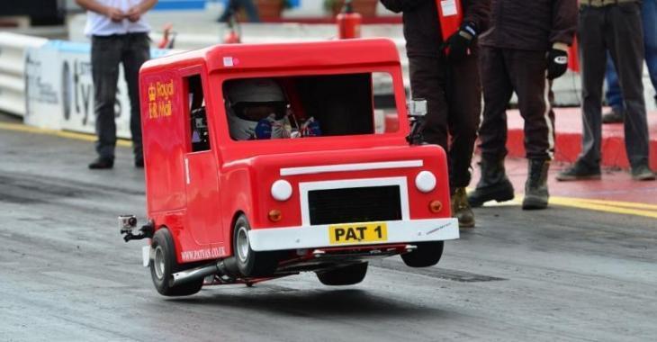 Il modifie ce camion de poste comme s'il n'y avait pas de lendemain, c'est le plus rapide au monde!